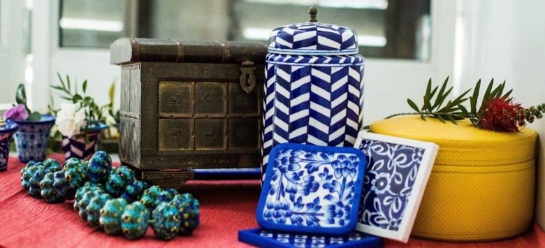 Aurea – The blue pottery of Jaipur artisans